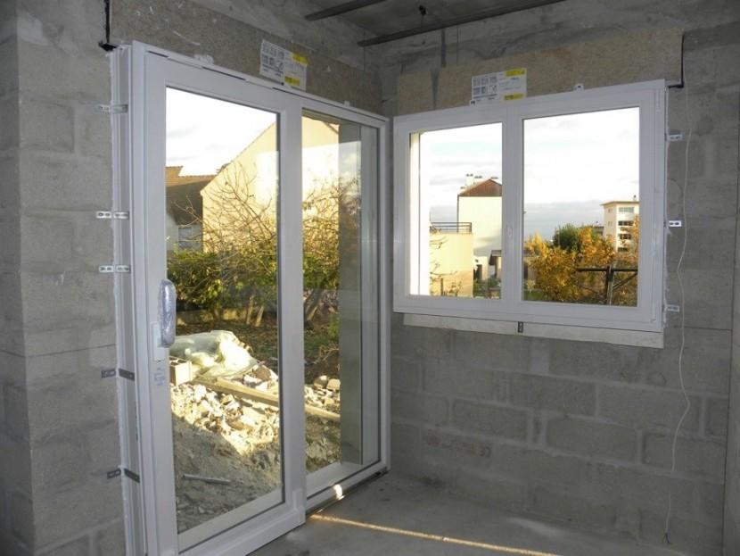 Qu'est-ce qui prend place lors de l'installation d'une fenêtre?