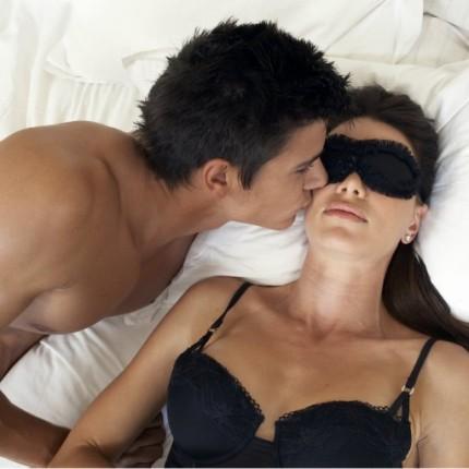 Le jeu de couple, une piste à creuser pour rendre vos soirées à deux plus sensuelles