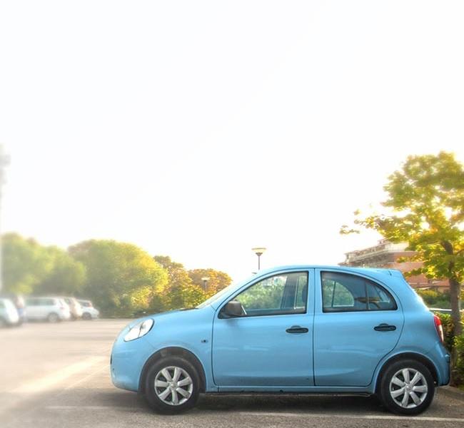 Débrider une voiture sans permis : les conséquences légales et les risques