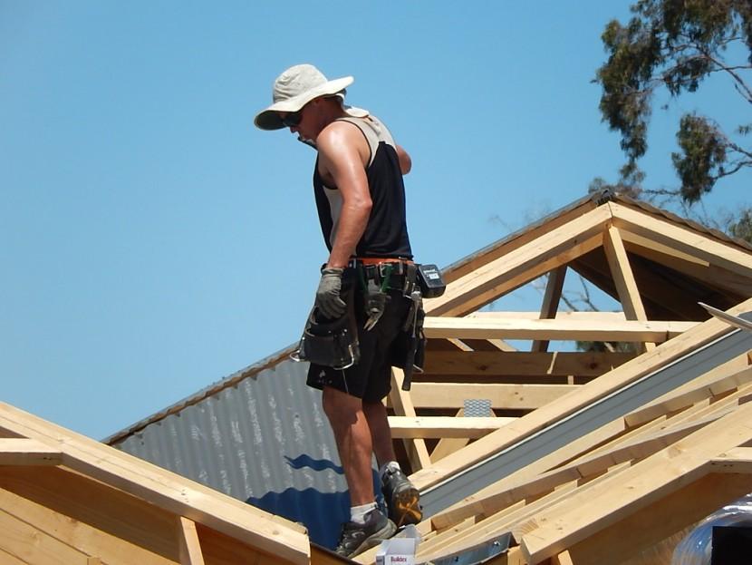 Pourquoi confier nos travaux de toiture aux couvreurs professionnels ?